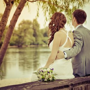 couple enlacé mariage pack wedding planner